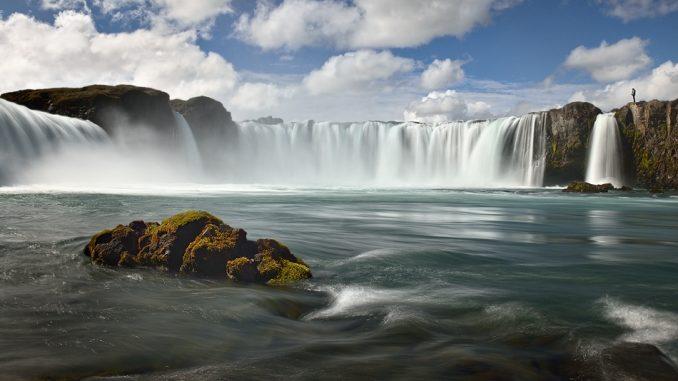 Исландия (золотое кольцо): разлом Северо-Американской и Евразийской плит, гейзеры и водопад