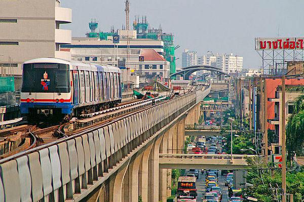 Небесный поезд в Бангкоке